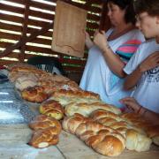 Sortie des pains et tresses du four