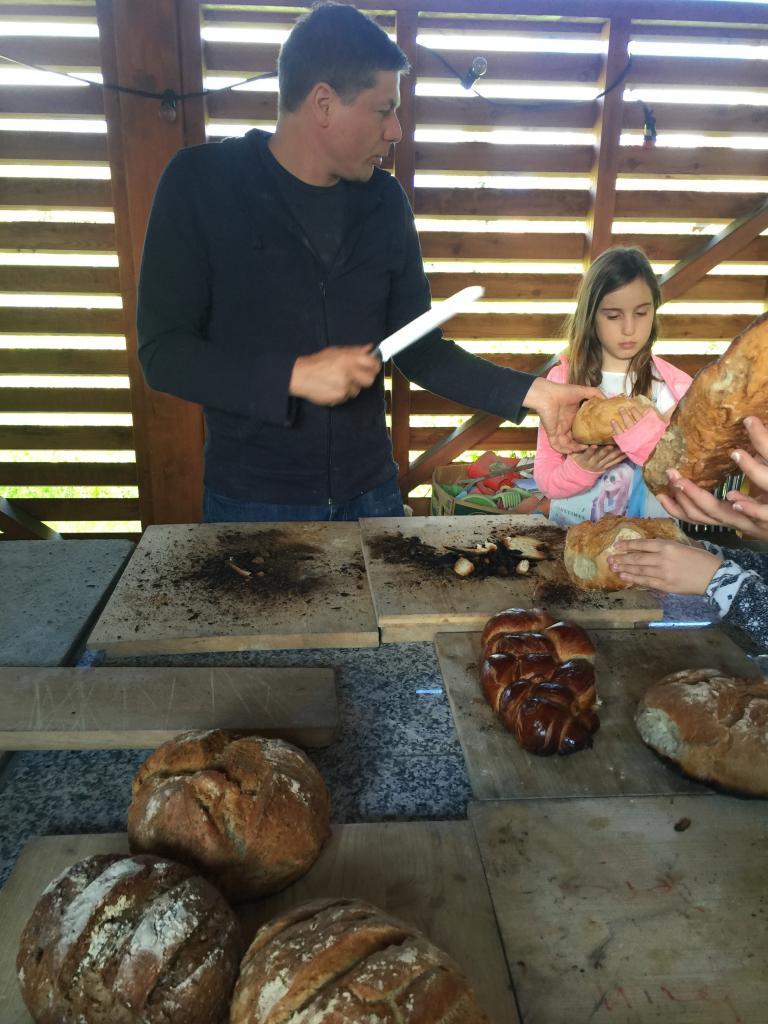 Atelier grattage fond pour certain pain